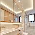 Banheiro contemporâneo branco e rosa com metais dourados e revestimento hexágono!