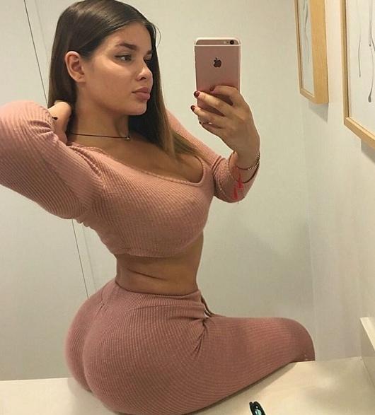Portal Curió  Esta russa de 22 anos se olha no espelho e decide ... 41f6eb6f3f