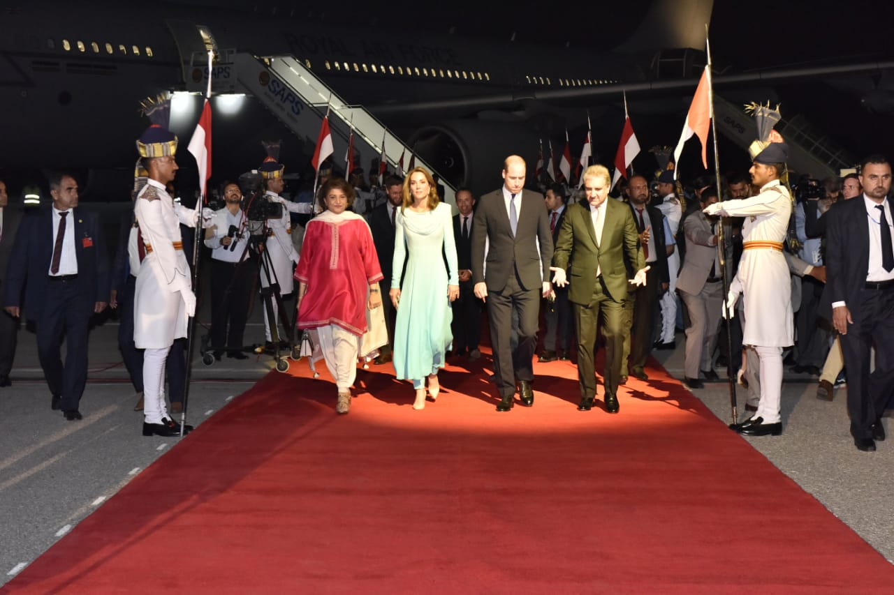 Red carpet rolls out as Prince William, Kate Middleton arrive in Pakistan