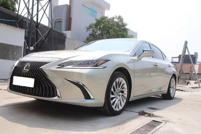 Hàng hiếm Lexus ES 250 2020 bán lại giá 2,5 tỷ đồng sau 1.300km kèm tiết lộ: Chủ xe là đại gia sưu tầm kín tiếng - Ảnh 1.