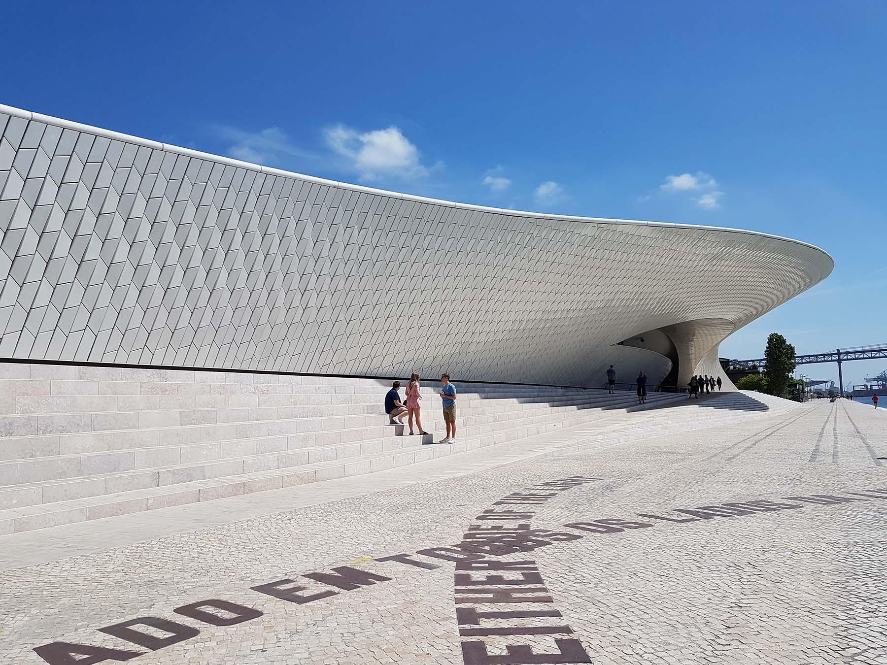 Dicas de passeios a pé em Lisboa: MAAT