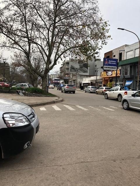 Varias cuadras de vehículos se manifestaron por las calles de Balcarce.