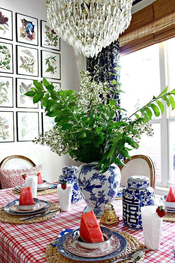 red white and blue tablescape, fourth of july decorations, patriotic table setting, breakfast nook, vintage chandelier