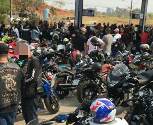 Após denúncia anônima, Polícia Militar registra aglomeração em posto de combustíveis em Osvaldo Cruz