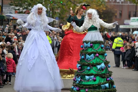 Christmas in England: Snowmen, Santa and stilt-walkers in Staines parade