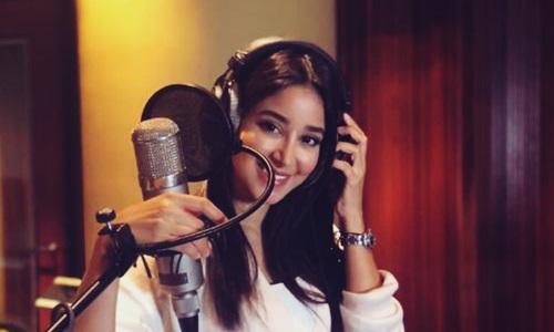 yaitu seorang penyanyi dari Arab Saudi yang menjadi populer di beberapa negara di Timur Biodata Aseel Omran Penyanyi Cantik Cover Meraih Bintang Versi Arab