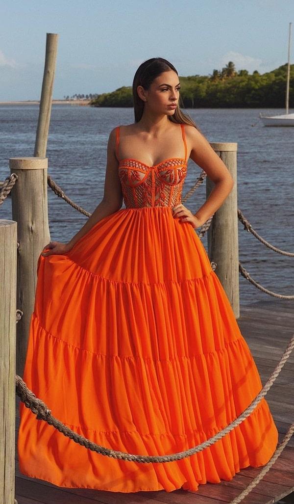 vestido longo laranja com corpete