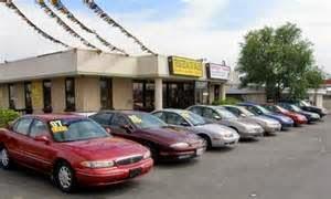 Selanjutnya adalah untuk selalu mengutamakan dealer/toko mobil bekas terpercaya. Hindari membeli dari waktu yang digunakan dealer mobil yang mengatur kamp hanya sekali dalam setahun