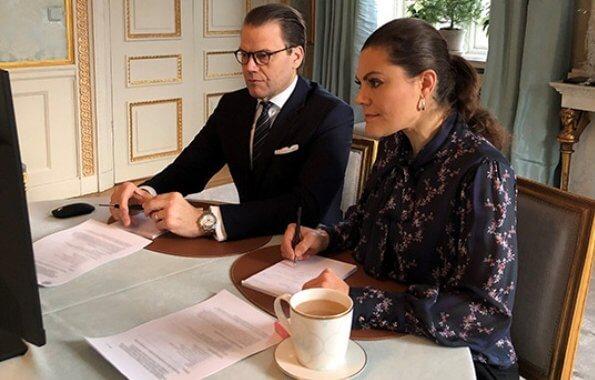 Crown Princess wore a flower blouse from Rodebjer. Crown Princess Victoria wore Rodebjer Vanessa flower top. Simon Edstrom and Linn Svard