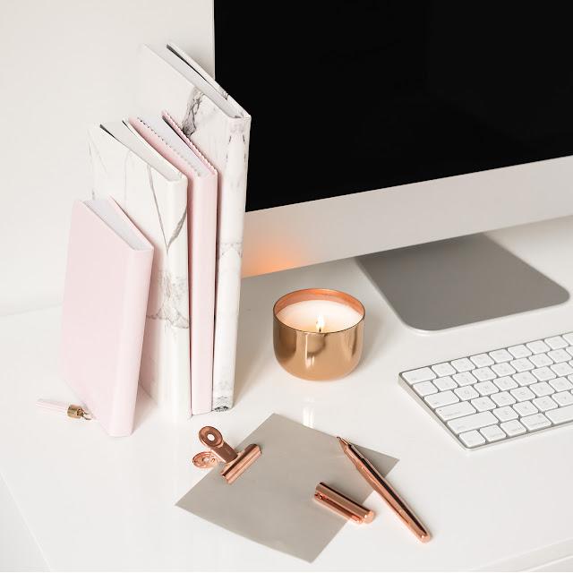 image lifestyle ordinateur et carnets