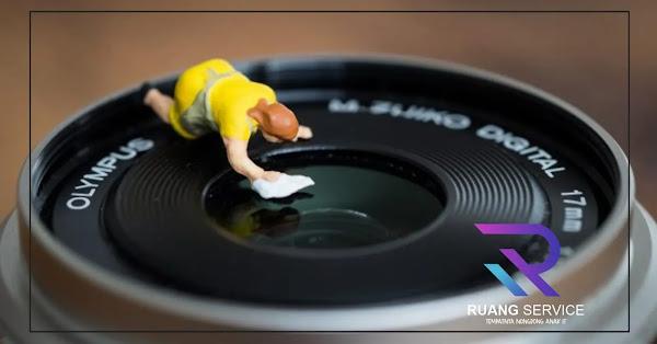 Membersihkan Lensa Kamera Hp