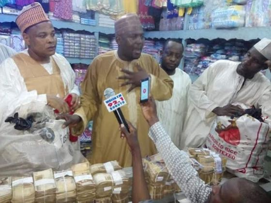 Fmr Sokoto Governor hands over N30m cash to traders who lost their shops in the state's old market fire (photos)