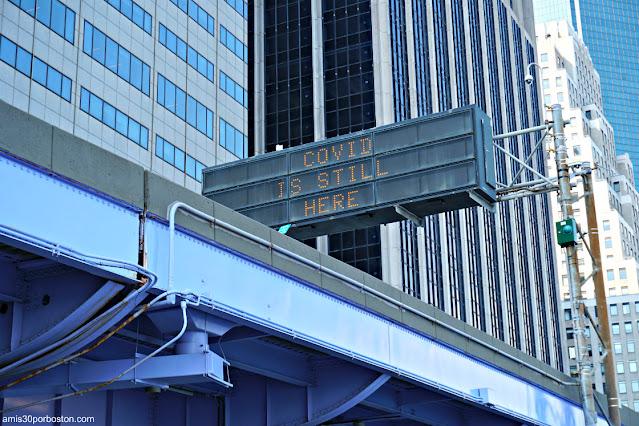 Letreros Advirtiendo sobre el Covid en Nueva York