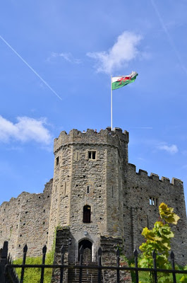 picture of Cardiff castle keep with Welsh flag