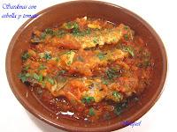Sardinas con cebolla y tomate