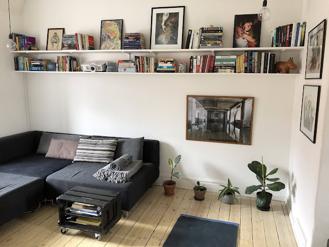 I love spaces like this. Neither too masculine or feminine. Just neutral. Very calming.