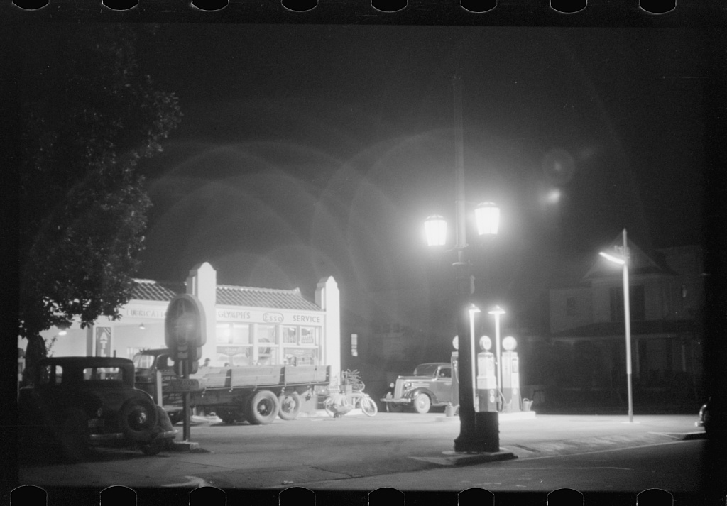 Black Amp White Photos Of Gas Stations In Usa 1930 S 1940