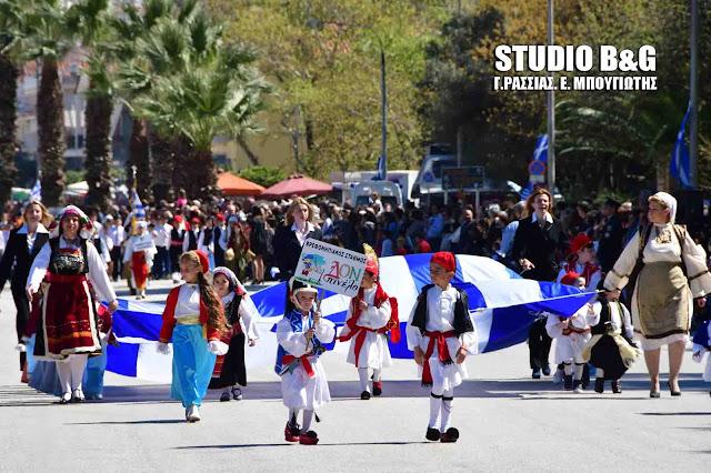 Οι μικροί μαθητές του Δον ΠινέΟι μικροί μαθητές του Δον Πινέλο τίμησαν την Ελληνική Επανάσταση και τους ήρωες του ΄21 (βίντεο) λο τίμησαν την Ελληνική Επανάσταση του ΄21 και την Καλλιόπη Παπαλεξοπούλου (βίντεο)