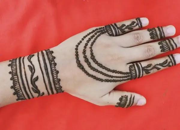 Chain-with-lines-jewellery-mehndi-design