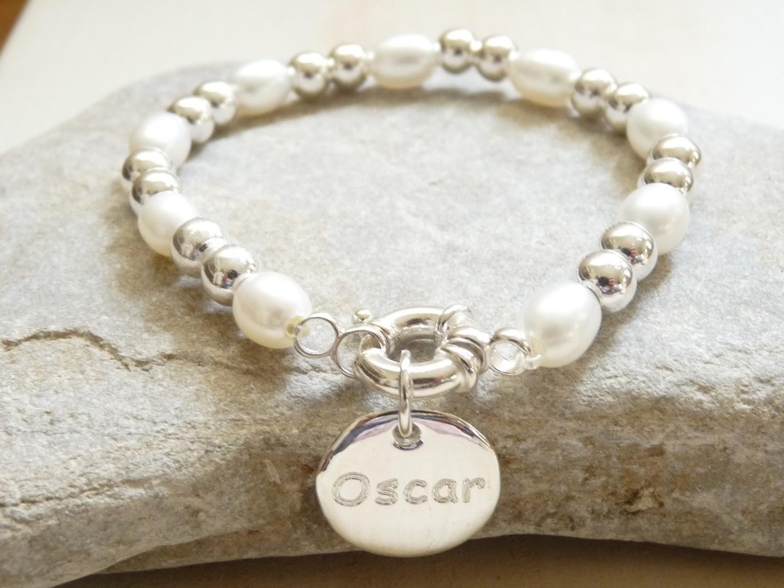 cefbcdeb84b3 pulsera pilar variante del modelo susana que combina bolas de plata y  perlas cultivadas con medalla grande euros with como hacer pulseras con  bolitas.
