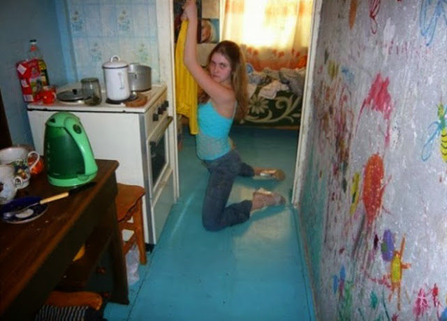 Fundelia: Funny Photos of Russians on a Dating Site