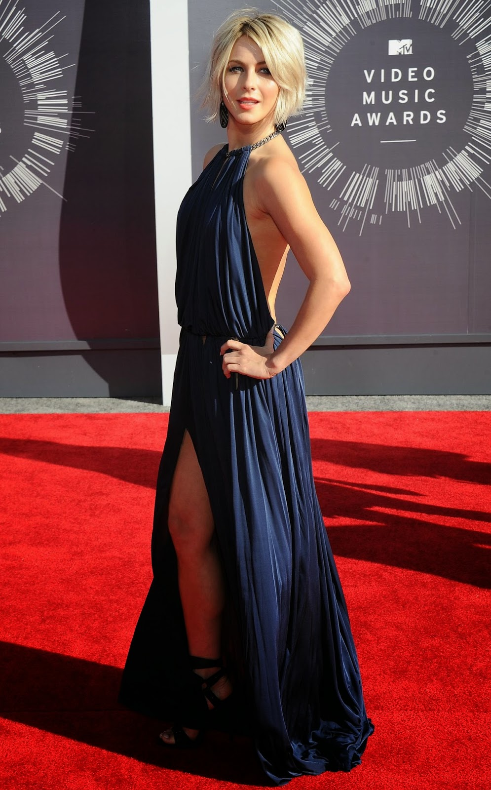 Julianne Hough – 2014 MTV Video Music Awards in Inglewood #VMA