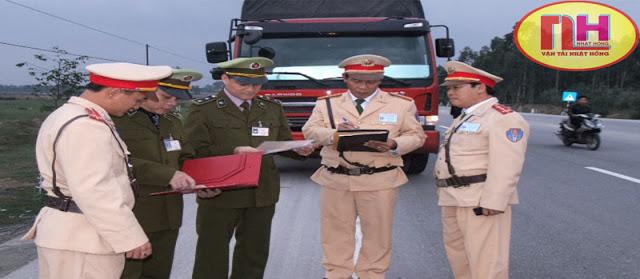 quản lý thị trường kiểm tra xe tải chuyển hàng đi Hà Nam