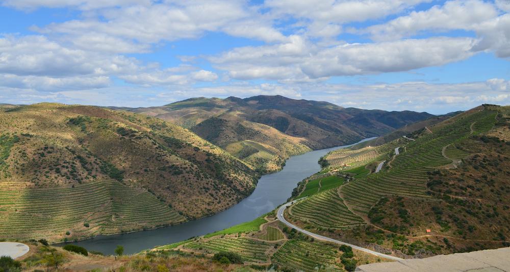 Дорога в Вила-Нова-Фош-Коа от Регуа в Дору, Португалия