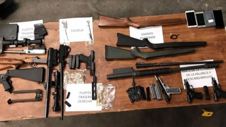 Aseguran Federales arsenal que iba a Guerrero