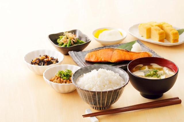 café da manhã tipicamente japonês