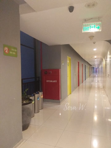 koridor kamar di pop hotel