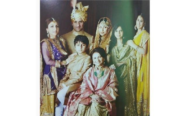 Sara Ali Khan and Ibrahim glanced so charmingly at Saif-Kareena's wedding