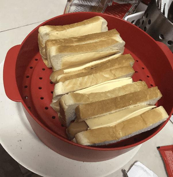 Roti Kukus Sosej Cheese Leleh Simple & Sedap