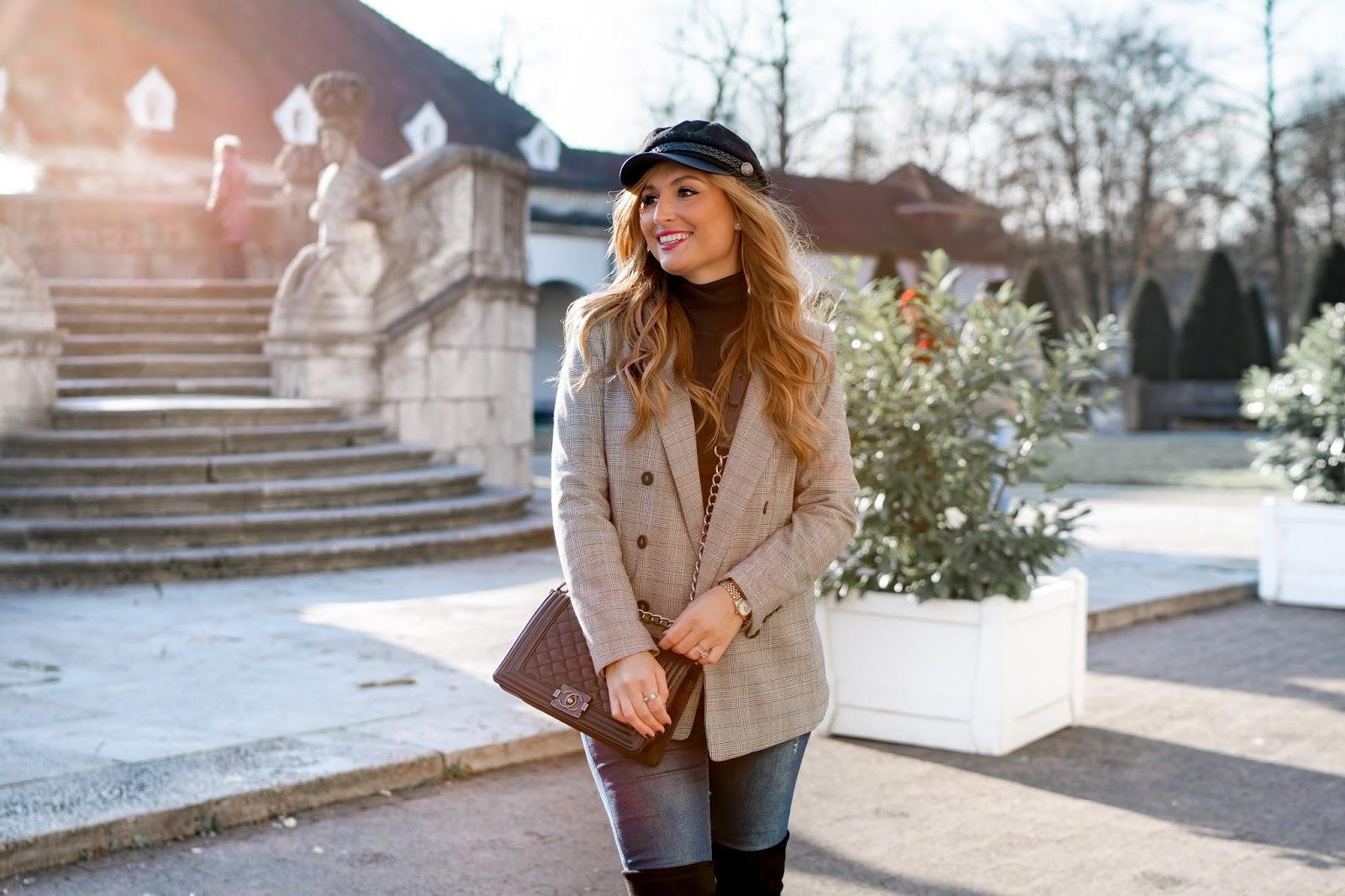 Schiffermütze-kappe-hut-trends-Chanel-boybag-chanel-tasche-Stusart-weitzmann-stiefel-Stuart-weitzmann-overknees-Karo-Blazer-H&M-Trend-Schiffermütze-fashionblogger-style-fashionstylebyjohanna-trends-2018-