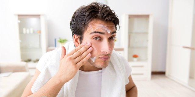 Pembersih wajah pria untuk kulit berminyak