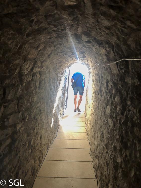 Paseo de Ronda. Catedral de Vitoria. Abierto por obras