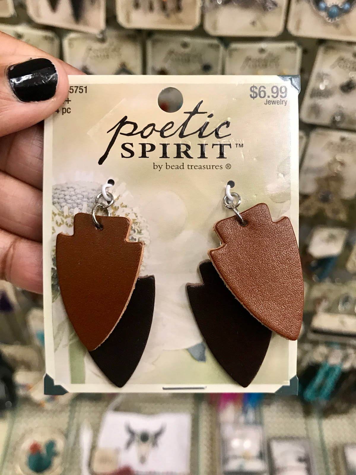 Leather arrow earrings by Poetic Spirit. Perfect How To Project