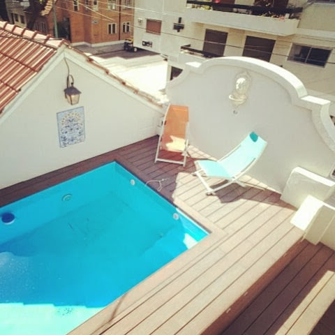 Roof terrace pool in city