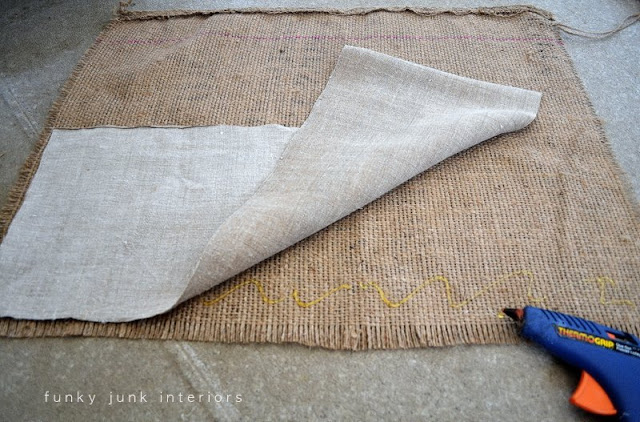 Learn how to make these no-sew coffee bean sack window shades! Made with a closet dowel. Click for full tutorial! #windowtreatments #curtains #rusticdecorating #burlap