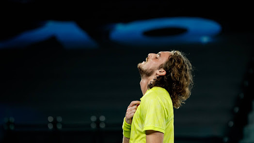 Tsitsipas  thở phào sau trận đấu nghẹt thở trước Nadal