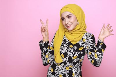 gaya berbusana hijab casual