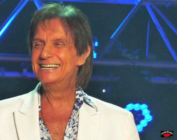 Site faz uma enquete para saber quais os 24 maiores cantores do Brasil, escolhidos pelos próprios fãs. Vamos todos votar no rei!