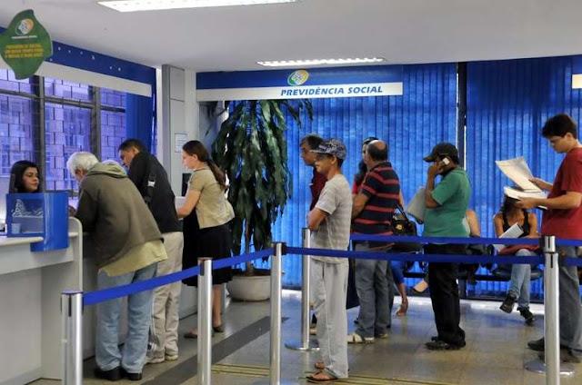 Aposentados do INSS que ganham acima de R$ 1.045 começam a receber 2ª parcela do 13º salário nesta segunda