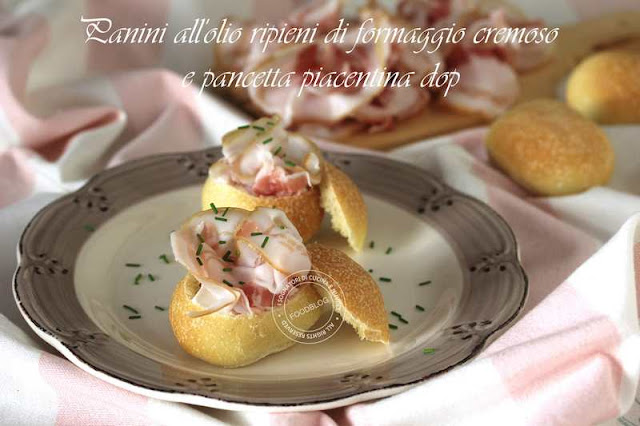 panini_all_olio_ripieni_di_formaggio_cremoso_e_pancetta_piacentina_dop