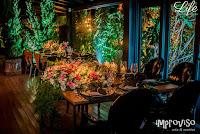 casamento estilo mini-wedding com com poucos convidados em porto alegre com decoração e cerimonial de life eventos especiais no le bistrot gourmet em porto alegre luxo sofisticado contemporâneo em tons de rosa prataria e preto estilo industrial