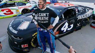 Bubba Wallace: Nose found on the stall of an American black racing driver's garage.