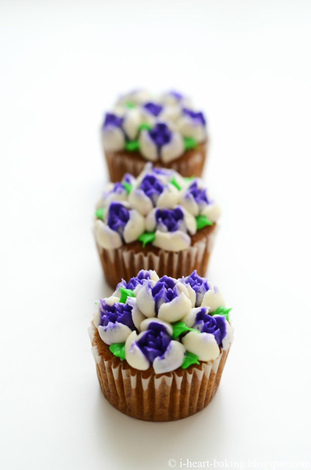 I heart baking purple and white flower bouquet cupcakes purple and white flower bouquet cupcakes izmirmasajfo