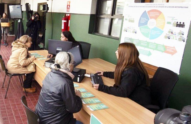 Carabineros busca civiles para atender público en comisarías