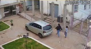 Duas mulheres são flagradas furtando 7 mil reais da Paróquia de Anagé; assista o vídeo