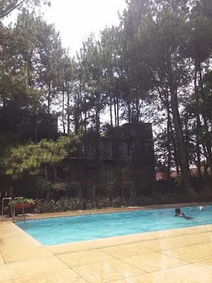 kolam renang hotel sandalwood lembang
